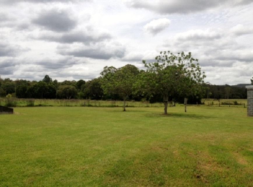 21 Lowes Lane yard