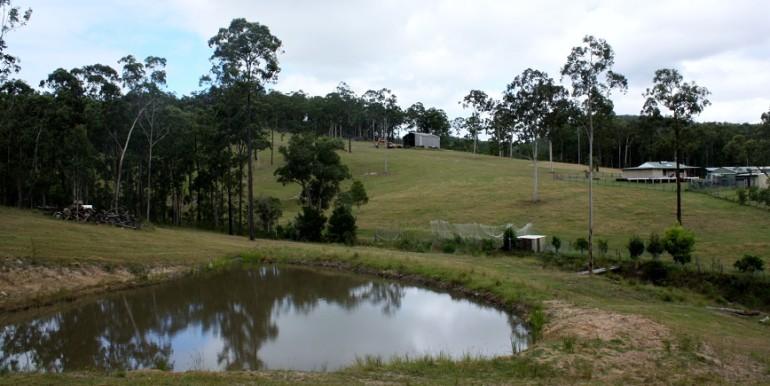 Dam plus house