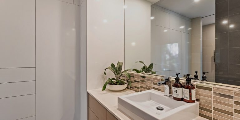 Ensuite and robes